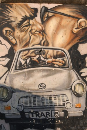 East Side Gallery - Trabi Honecker Breschnew