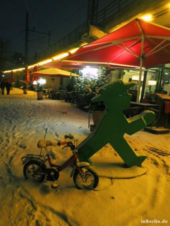 Berliner Winter - eingeschneites Ampelmännchen