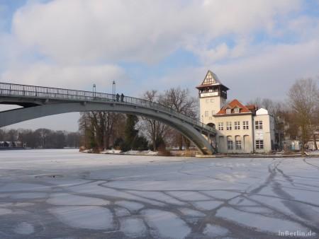 Berliner Winter - Blick über die Spree zur Insel (Treptow)